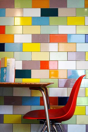 10 inspiring ways to use subway tiles in your home for Multi color kitchen ideas