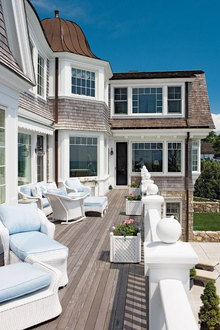 Get the look the hamptons from a new yorkers point of view for Hamptons beach house interiors