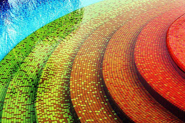 Pool tiles are beautiful inspiration gallery tilejunket - Gresite piscinas colores ...