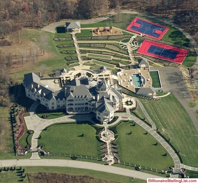 Front View Of Beautiful Rural Pennsylvania Mansion And Estate