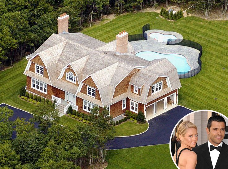 Kelly Ripa & Mark Consuelos from Celebrity Homes in the Hamptons